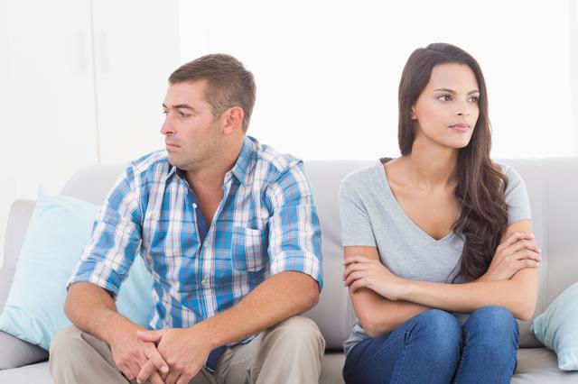 初対面の女性との会話が崩壊する!40代男性がつい無意識に口にしてしまうNGネタとは?
